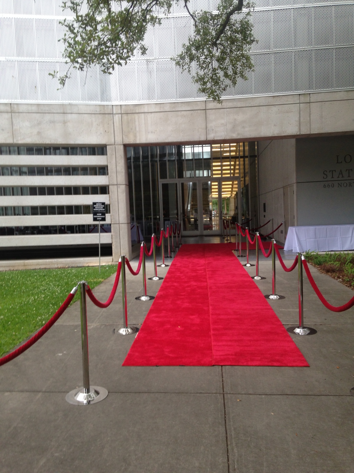 pedestal red carpet